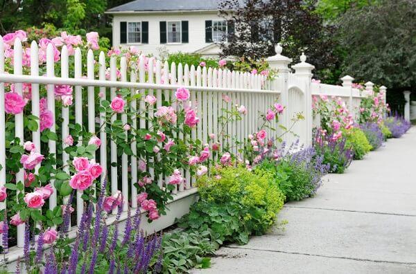 Hàng rào gỗ đẹp cho nhà cấp 4